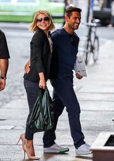 Blinding Smiles Kelly Ripa and hunky husband Mark Consuelos flashed their pearly whites during an outing in NYC's Soho April Kelly Ripa Husband, Kelly Ripa Mark Consuelos, Michael Strahan, Famous Couples, Perfect Couple, Celebs, Celebrities, Celebrity Couples, American Actress