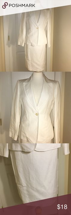 🎀❤️✨ Tahari ASL White Skirt Suit🎀❤️✨ 🎀❤️✨ Tahari ASL White Skirt Suit🎀❤️✨ Size 4 Jacket and Size 2 Skirt. Worn once and in Excellent Condition! Great Buy! **No Trades** Tahari ASL  Dresses Midi