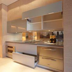 A cozinha é um dos ambientes mais utilizados na casa, por isso, merecem muito cuidado no momento de projetar.