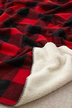 Woolrich Sherpa Rough Rider Throw Blanket - Urban Outfitters