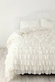 cozy ruffled duvet. #ruffles #white #bedroom