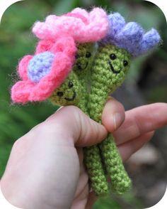 Grietjekarwietje: Free Amigurumi pattern: Happy Flowers.  Thanks you Grietje for sharing x.