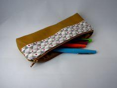 Trousse scolaire en cuir triangle beige : Autres sacs par j-a-creation