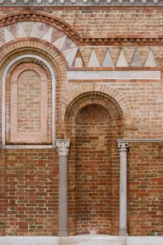 Chiesa di Santa Maria e San Donato (Murano, Italy), built in the century with subsequent rebuildings in the century and in 1040 AD. Mediterranean Architecture, Ancient Architecture, Art And Architecture, Brick Arch, Brick Detail, Byzantine Art, Urban Setting, Small House Design, Brickwork