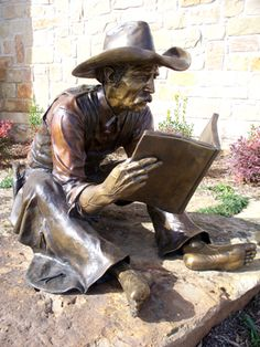 """Readin' Time"" sculpture by Bill Bond - photo by Elizabeth Loggins, via Sculptureworks;  at the Azle Memorial Library in Azle, TX;  29"" x 52"" x 32"""