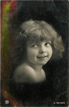 REAL PHOTO-SMILING LITTLE GIRL WITH BIG EYES-EARLY-H12447 / / RPPC / Vintage cute girl / Do you know the name of this mysterious unknown child ? PLEASE TELL ME !!...Vintage postcard ca 1910 of my favorite model / This child is such a mystery!!!. She was often a model for the German photographer Henry ( Heinrich) Traut / Carte postales anciennes enfants - CPA fantaisie enfant - jeune fille.