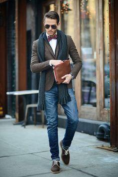 Şal ayakkabı papyon gözlük ve dar kesim kot ile süper bir kombin Not: Ayakkabın güzelmiş adamım :D