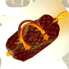 Speedy 30 Speedy 30 has brand new pull tab, light stain inside corner, little peeling in side pocket, hardware and pipping intact, bag look great in general Louis Vuitton Bags Satchels