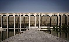 Mondadori Building Oscar Niemeyer is part of Oscar niemeyer architecture - MIlan, May 2011 View On White Architecture Design, Facade Design, Futuristic Architecture, Beautiful Architecture, Landscape Architecture, Chinese Architecture, Architecture Office, Oscar Niemeyer, Santiago Calatrava