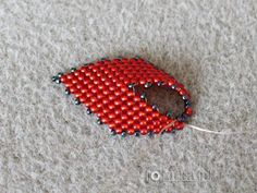 Tutorial- Russian Leaf- listek z koralików Beading Projects, Beading Tutorials, Seed Bead Earrings, Crochet Earrings, Leaf Earrings, Bead Sewing, Beading Patterns Free, Beading Techniques, Ribbon Crafts