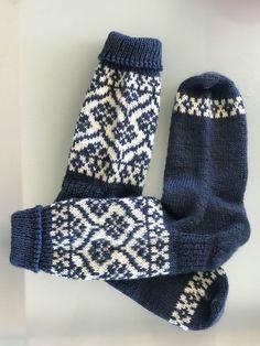 Hand knitted socks, wool socks, womens socks, fairisle socks – knitting socks – Knitting for Beginners Knitting Humor, Knitting Socks, Hand Knitting, Knit Socks, Hairstyle Trends, Woolen Socks, Tatuajes Tattoos, Moda Emo, Fair Isle Pattern