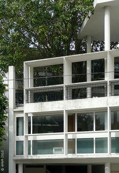 100420-02 LA PLATA - Casa Curuchet (arq. Le Corbusier) - Detalle de fachada sobre Av. 53