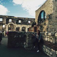 WEBSTA @ sofil88 - Algures nas ruínas do passado... •#split #diocletianpalace #croatia #summer #verão #croácia #throwback #thesistersgotocroatia #dia1 #august #agosto #latergram #behappy #livelife #like4like #likeforlike #diocletianspalace