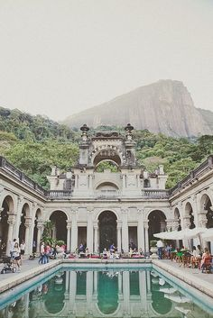 This is the Parque Lage, in the Jardim Botânico neighborhood in Rio de Janeiro, Brazil. In building works the School of Visual Arts of Parque Lage. Places Around The World, The Places Youll Go, Places To See, Around The Worlds, Dream Vacations, Vacation Spots, Brazil Vacation, Vacation Wear, Places To Travel