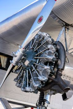 Dazzling Vintage Aircraft: The Major Attractions Of Air Festivals Aircraft Propeller, Aircraft Engine, Aviation Center, Bomber Plane, Aviation Decor, Radial Engine, Airplane Photography, Air Festival, Airplane Art
