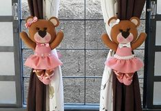 Osita bailarina sujeta cortinas en fieltro Doll Patterns Free, Doll Dress Patterns, Crochet Diy, Crochet Dolls, Projects For Kids, Sewing Projects, Kids Room Curtains, Dog Crafts, Polymer Clay Dolls