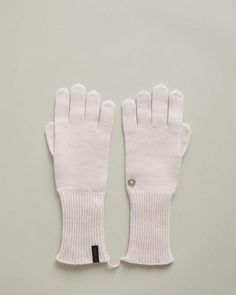 Cashmere knit gloves with signature eyelet detail. Ribbed cuffs Signature WANT Les Essentiels eyelet cashmere Made in Italy