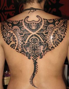 Manta Ray tattoo - Meet the Rays - Impressive Polynesian Tattoos Maori Tattoos, Hawaiianisches Tattoo, Polynesian Tribal Tattoos, Tattoo Son, Tatuajes Tattoos, Filipino Tattoos, Tattoo Motive, Samoan Tattoo, Back Tattoo