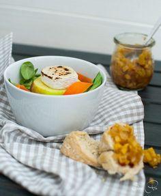Bunter Feldsalat mit karamellisierten Ziegenkäse & Apfelchutney