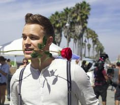 My newest obsession. Olly Murs. And he wears suspenders...swoon.