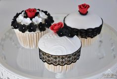 Black, White & Red Cupcakes Red Cupcakes, Pretty Cupcakes, Mini Cakes, Cup Cakes, Black And White Cupcakes, Amazing Cakes, Elegant Wedding, Sweet Treats, Cookies