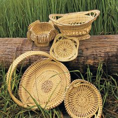 40 Things Every Southerner Ought To Do! get a sweetgrass basket from the low country ~ Charleston, SC Southern Charm, Southern Living, Southern Style, Country Charm, Charleston South Carolina, Charleston Sc, North Carolina, Pine Needle Baskets, Woven Baskets