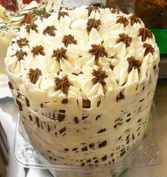 Chocotone trufado decorado. #natalpolos #natalgoiania #goiania #confeitariapolos (em Polos Pães e Doces)