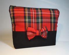 pochette en toile noire et tissu écossais rouge : Trousses par mademoiselle-rose