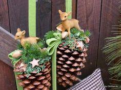 Weihnachtsdeko - Fensterdeko Tannenzapfen Rehkitz - ein Designerstück von ChriSue bei DaWanda
