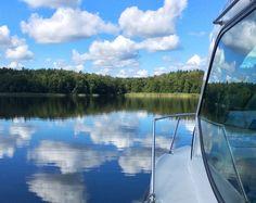 In diesem Artikel erfährst du alles, was du für deinen ersten Hausboot Urlaub wissen musst, von der Reisevorbereitung bis hinzu Reisetipps für unterwegs.