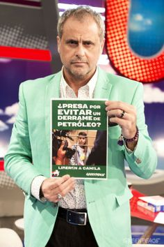El periodista Jorge Rial se sumó a la campaña para liberar a Camila y Hernán.  © Greenpeace / Martin Katz