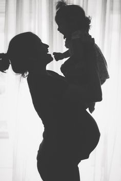 Tips For a Successful Maternity Photo Shoot - Harmonious Tutorial and Ideas Fall Maternity Pictures, Baby Bump Pictures, Studio Maternity Shoot, Maternity Poses, Maternity Silhouette, Pregnancy Silhouette, Maternity Photography Tips, Newborn Photography, Photography Ideas