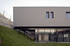 GO House is located on the west of the city of Monterrey, Mexico, on the highest part of a new residential subdivision. The front of the lot faces north. The clients requested a house that made the best of the site's conditions, primarily its domina