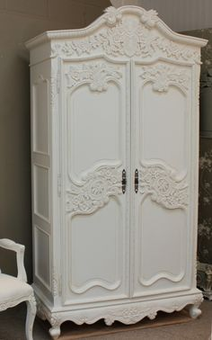 French Chateau Carved Armoire With 6 Drawers A super lovely Shabby Chic Armoire beautifully carved. View more from our collection. Armoire Shabby Chic, Shabby Chic Mode, Shabby Chic Stil, Shabby Chic Bedrooms, Shabby Chic Kitchen, Shabby Chic Furniture, Shabby Chic Decor, Rustic Decor, Rustic Style
