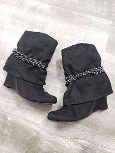 de475d74330f Size  7 M woman s Brand  Apt.9 GUC black faux suede wedge Boots