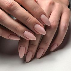 On average, the finger nails grow from 3 to millimeters per month. If it is difficult to change their growth rate, however, it is possible to cheat on their appearance and length through false nails. Nude Nails, Acrylic Nails, Matte Nails, Pink Oval Nails, Nail Pink, Silver Nails, Gradient Nails, Shellac Nails, Holographic Nails