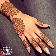 Chand Rat Simple Mehndi Designs For Hands In Pakistan, The Event Of Pakistani Muslim is Coming. This event is Eid-ul-fiter. At this event, all Youngster wants to Draw the Beautiful Simple Mehndi Designs On their Hand at the Chand Rat.