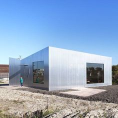 Shiny aluminium-clad walls allow this small house in Almere by Dutch studio MONO to reflect the colours of its surroundings. Minimalist Architecture, Concept Architecture, Futuristic Architecture, Facade Architecture, Beautiful Architecture, Contemporary Architecture, House Cladding, Landscape Concept, Building Exterior