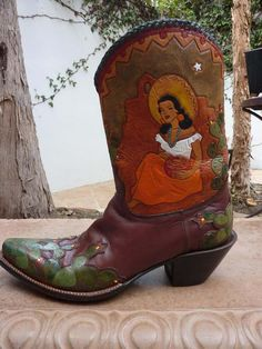 1950s custom made cowboy boots. If I was gonna wear a pair of cowboy boots they would have to be a lovely as these.
