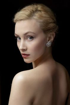 Sarah Gadon, pale and pure light - van der Zomer