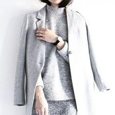 Grey coat, grey sweater, grey outside, grey everything. Samsøe & Samsøe Kahlia jacket & knit.