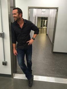 Have questions about last night's Blindspot? We have Sullivan Stapelton to answer them! Sullivan Stapleton, Beautiful Men, Beautiful People, Jaimie Alexander, Evolution Of Fashion, Cover Model, Sully, Attractive People, Best Series