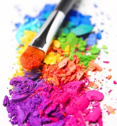 Kleur heeft invloed op je. Er wordt al jaren wetenschappelijk onderzoek gedaan naar de invloed van kleur op mensen en hun gedrag en gebleken is dat kleuren invloed hebben op verschillende aspecten van de mens. Niet alleen mentaal, maar ook fysiek, emotioneel en spiritueel. Wat zegt kleur over jou? Kleurentherapie Zelf ben ik gevoelig voor de subtiele frequenties zoals die van bijvoorbeeld muziek of kleur. Daarom vind ik het leuk om met ...