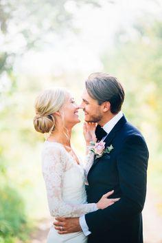 Blogg » Bröllopsfotograf Martina Lundborg Wedding Poses, Wedding Dresses, Wedding Ideas, Wedding Photography Inspiration, Wedding Pictures, Bride Groom, Wedding Styles, Wedding Hairstyles, Dream Wedding
