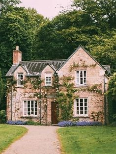 Cutest little cottage Stone Cottage Homes, Stone Cottages, Future House, Cottage Shabby Chic, Rose Cottage, Cottage Gardens, Bungalows, House Goals, Cozy House