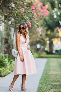 I am really obsessed with this pink halter dress from ASOS! I just love how feminine it is with its fit and flare shape and light pink color, but is also sexy at the same time with a deep plunge ne…