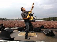 The Bruce Springsteen concert in Hyde Park where Floria and Josh kiss for the first time...