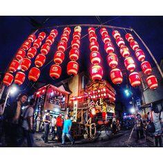 Instagram【shinya_videographer】さんの写真をピンしています。 《大津祭 宵宮。 大津に住んでるけど初めて行きました!(笑) 雰囲気がいいね♪  #otsu #nightphoto #nightsky #nightviews #timelapse #night_arts #goprophotography #nightphotography #japan_night_view #nights #night_shooters #festival #ig_japan #gopropic #gobiwako #total_night #goprohero4 #夜景 #大津祭 #大津 #びわ湖 #提灯 #しがトコ #夜景撮影 #夜景倶楽部 #夜景ラ部 #写真撮るのが好きな人と繋がりたい #写真撮ってる人と繋がりたい#ゴープロ #ゴープロのある生活》