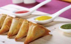 Τρίγωνα πιτάκια με σπανάκι και σουπιά Party, Food, Essen, Parties, Meals, Yemek, Eten