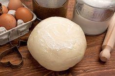 La pasta frolla Bimby è una preparazione base ideale per tantissimi dolci, che risulta ancora più semplice grazie all'uso del Bimby